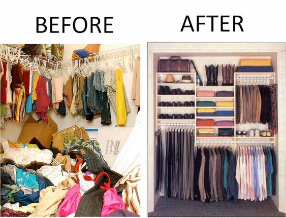 due foto vicine. la prima mostra un armadio disordinato con molti vestiti a terra, stampelle accavallate e confusione. il secondo è ordinato come da decluttering e aiuta il cambio immagine