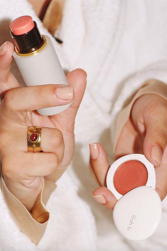 il blush in crema e il blush in a stick, sono comodi e molto naturali. Un'alternativa veloce per il make up di base